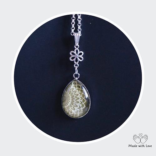 Green Tear Drop Mandala Flower Necklace