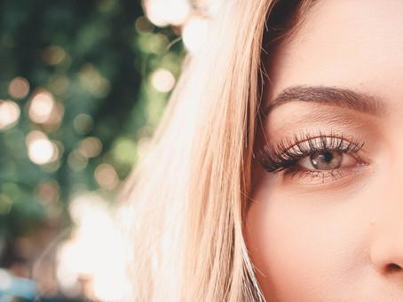 Extensions de cils: peuvent-elles causer des effets oculaires néfastes?