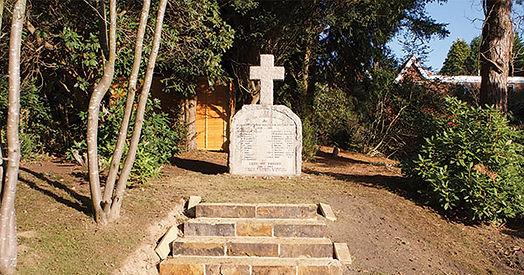 War-Memorial-churchyard-blog-size.jpg