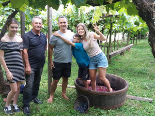 Pisa das Uvas Encanta as Famílias