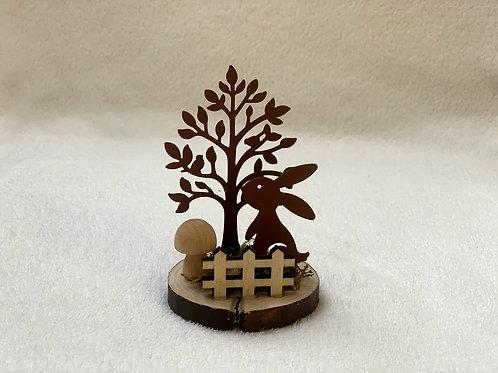 Deko Hase mit Baum in rostigem Metall
