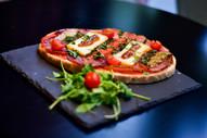 Bruschetta lonzu & fromage corse