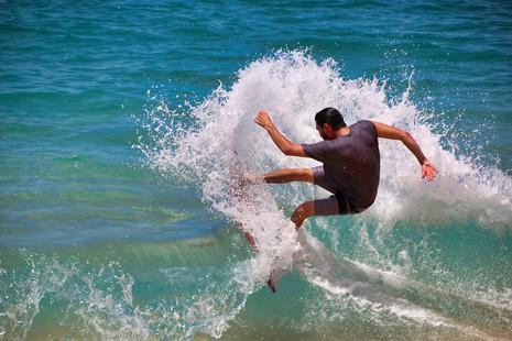 surfer-3126259_1280.jpg