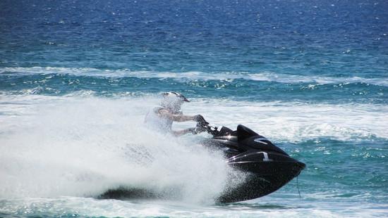 jet-ski-1470083_1280.jpg