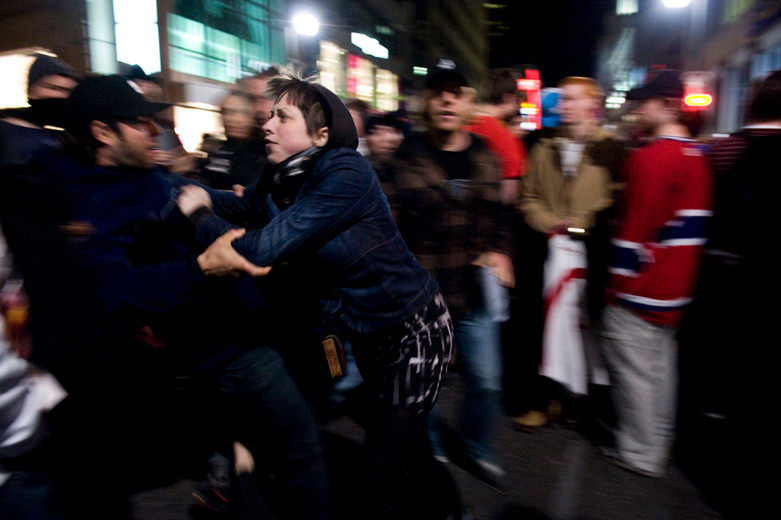 A scuffle emerges as looters gather to pillage stores in  Montreal after the Canadiens reach the Stanley Cup semi-finals. 05/2010.