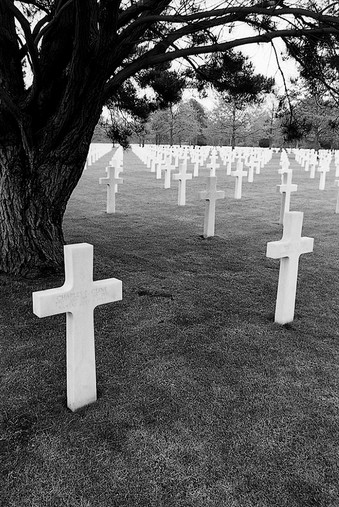 03_WWII_photography_normandy_d-day_cemet