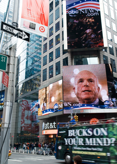 Manhattan, November 4th, 2008. The US Presidential election is held at the onset of an economic crisis.