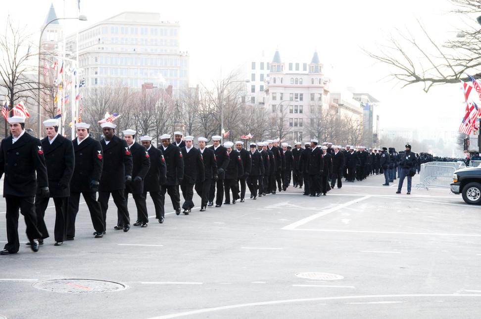 8.30 am. Security and spectators trickle onto Pennsylvania Avenue.
