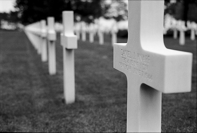 04_WWII_photography_normandy_d-day_cemet