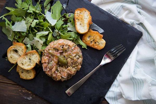 tartare-de-saumon-Cru-Cinq-Fourchettes-1