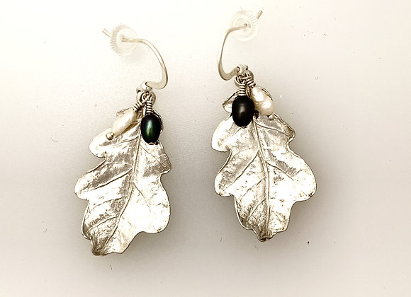Small Oakleaf earrings with cream and dark peacock pearls