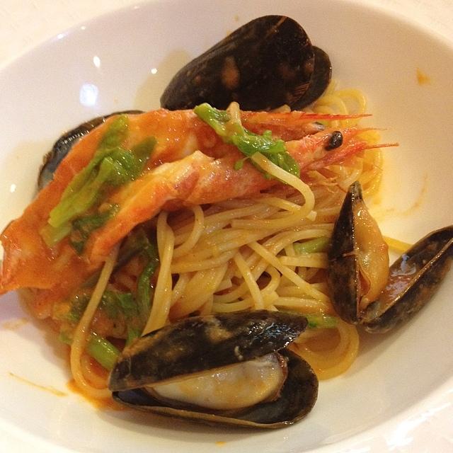 海老とムール貝と青唐辛子のトマトパスタ