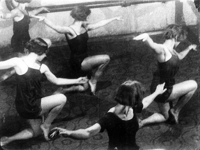 Stride, Soviet! 1926. USSR. Directed by Dziga Vertov.