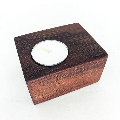 Porta velas em madeira maciça - acompanha 3 velas refil
