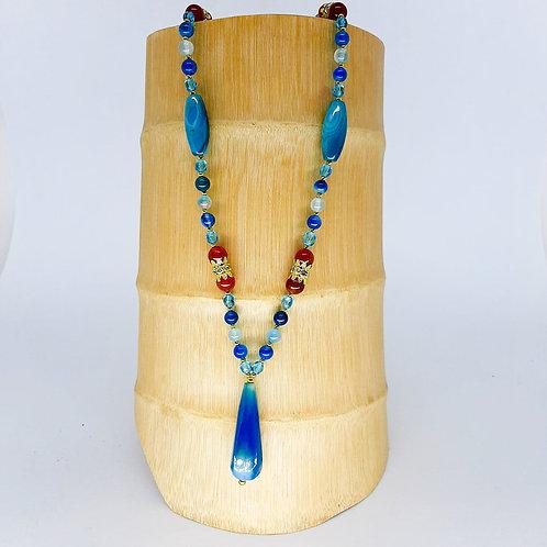 Colar azul lápis Lazuli e cristais gota murano e coral