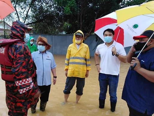 Ahli Parlimen Hang Tuah Jaya edar bantuan kepada mangsa banjir