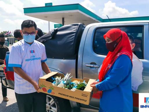 Skuad Foodbank JB agih sumbangan makanan, pelitup muka