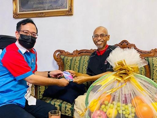 MPN Johor sampaikan sumbangan Anwar kepada Ketua Cabang Pasir Gudang