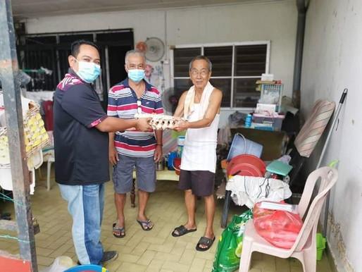 AMK Sembrong anjur sumbangan bakul makanan