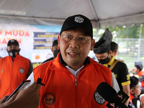 Kerajaan Selangor serah watikah kepada Penggerak Belia Selangor