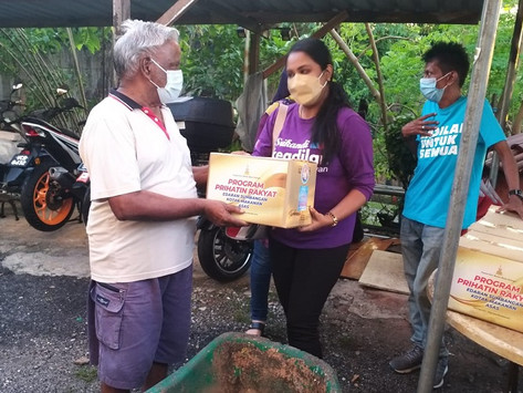 Srikandi Selangor serah sumbangan Deepavali di Ampang