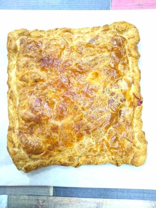 Слоёный пирог с ветчиной и сыром, 1 кг.