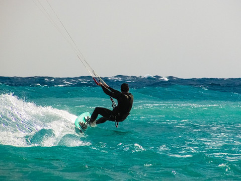 kite-surfing-1960536_960_720.jpg