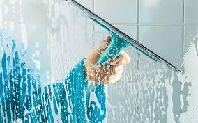¿Cómo limpiar el vidrio del cancel de Baño?