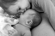 Wenn die Geschwisterliebe erst wachsen muss. Bild: ©Sigrid Bauer