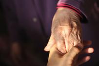 Schmerzfrei bewegen im Alter.  Bei Arthrose, Osteoporose, Belastungsschmerzen. Bild ©Hunt Han