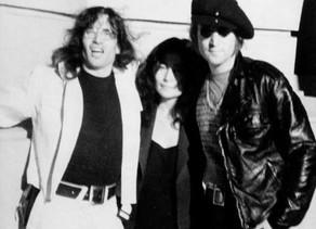 אצל ג'ון לנון ודייויד פיל אפילו האפיפיור עישן קליפות של בננה