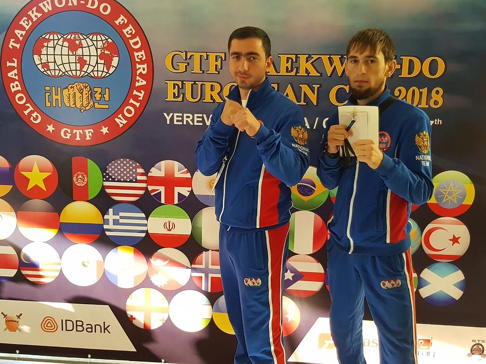 призер кубка Европы по тхэквондо ГТФ 2018, справа Лечиев Абдурахим