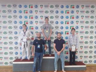 На первенстве Республики, наши спортсмены завоевали 4 золотых 2 серебряных и 2 бронзовых медалей.