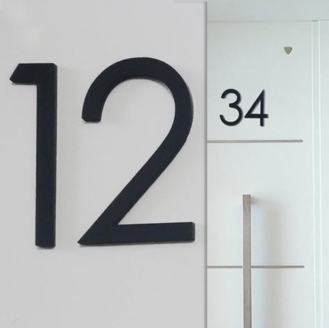 מספר דירה על דלת Number of apartment doo