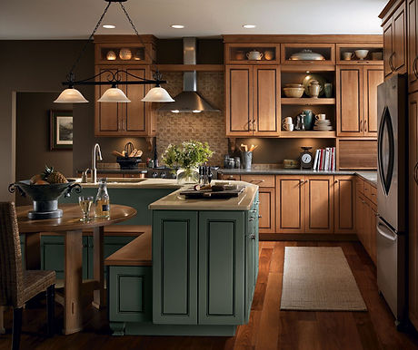 light_maple_cabinets_in_casual_kitchen.jpg