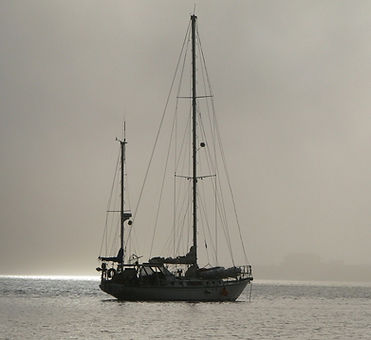 anchored-sailboat-1246344-1598x1197_edited_edited.jpg
