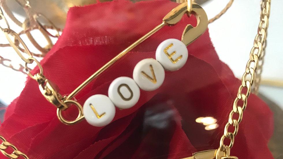 Collier épingle LOVE