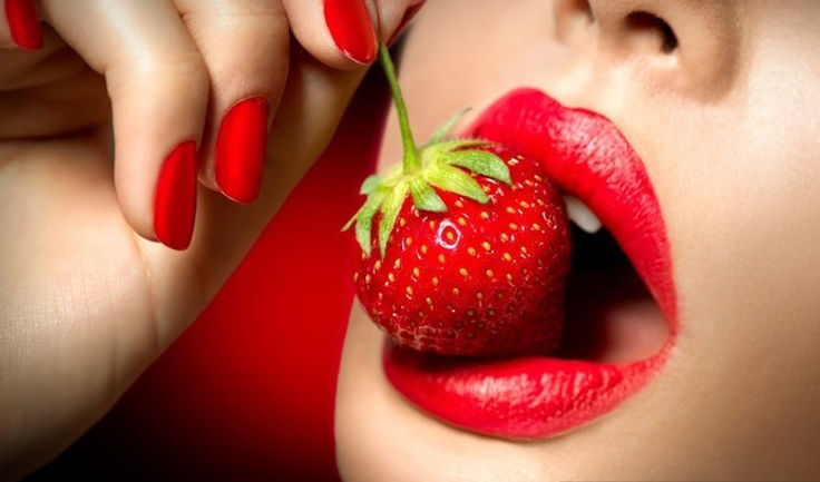 wall-murals-sexy-woman-eating-strawberry