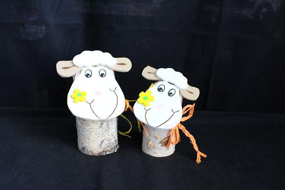 Baumstamm Schaf