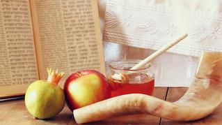September Newsletter: World Bee Day, Rosh Hashanah Symbolism & Gifts, Honey Applebutter Recipe.