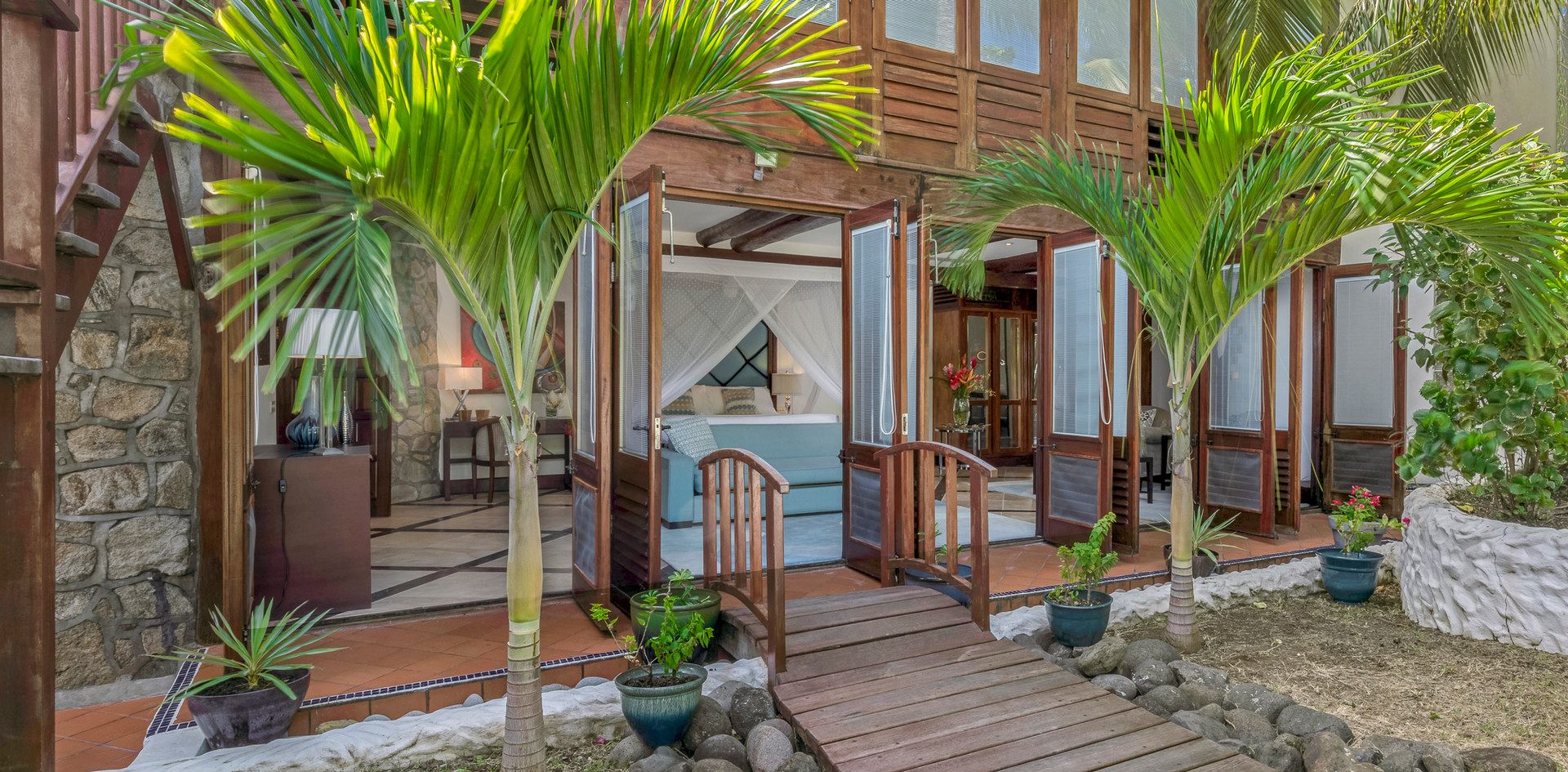 Private entrance to Garden Suite at Beach House