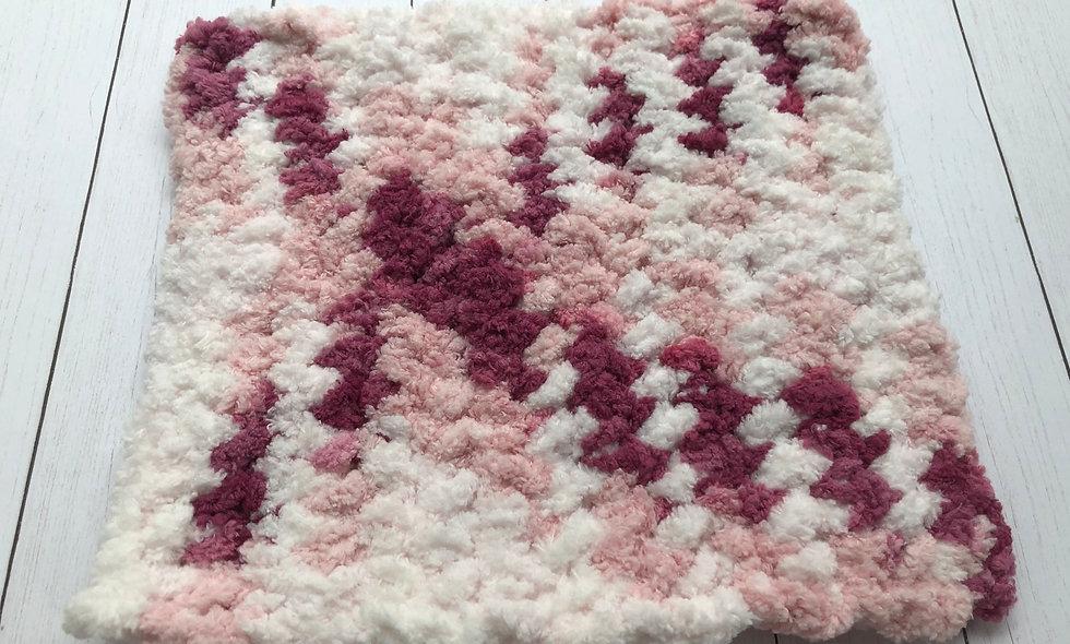 Crocheted Washcloth (White/Pink/Maroon))