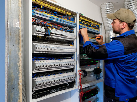 RANT: Máme známeho elektrikára!