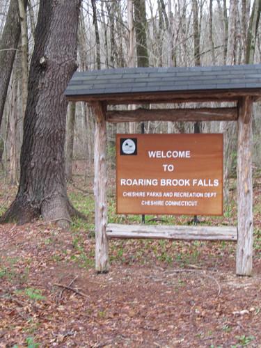 Roaring Brook Falls park