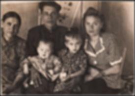 Марфа Феодосьевна, зять Леонид Гайсенок дочь Вера, дети Надя и Володя 1953 год.