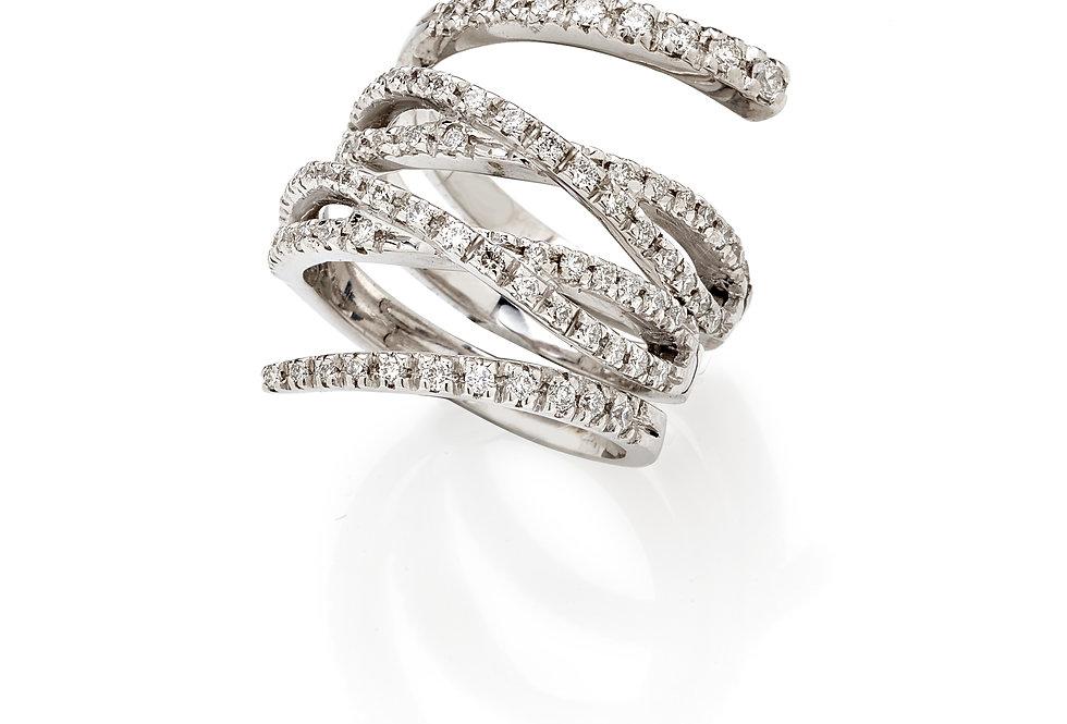 Anello in oro bianco e diamanti bianchi naturali.