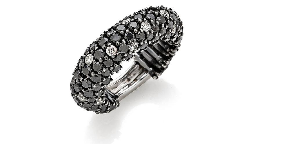 Anello in oro bianco rodiato nero e diamanti neri e bianchi naturali.