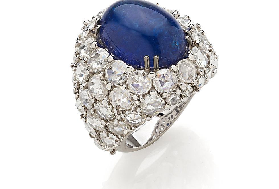 Anello in oro bianco, diamanti e tanzanite.