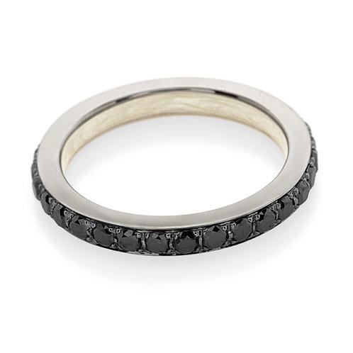 Fedina in oro bianco e diamanti neri.