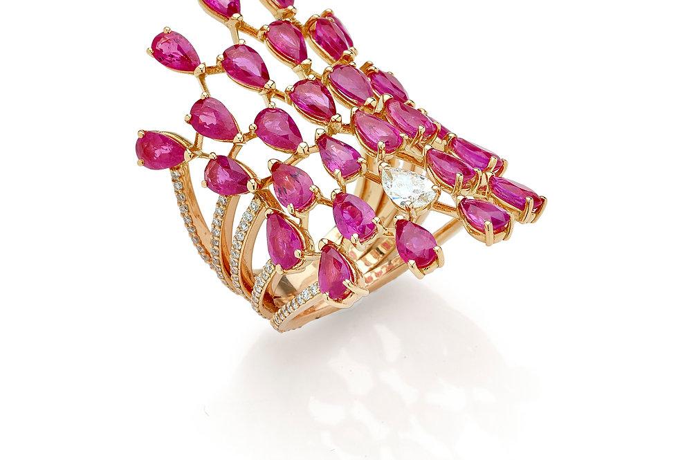Anello in oro rosa diamanti bianchi naturali e rubini naturali.